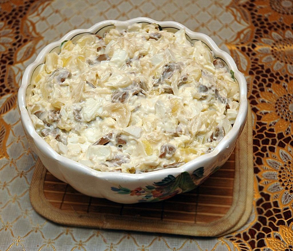 Салат из консервированных шампиньонов с картофелем